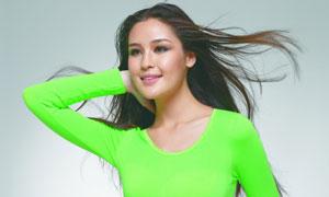 身穿绿色保暖内衣的美女高清摄影图片
