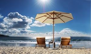 阳光下的海边风景摄影图片