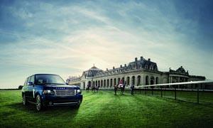 宫殿草皮上停放的路虎汽车摄影图片