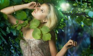 树林里的金发美女人物高清摄影图片