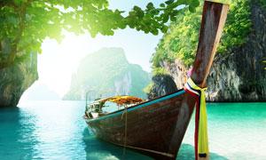 水面上驶出的游船自然风光高清摄影图片