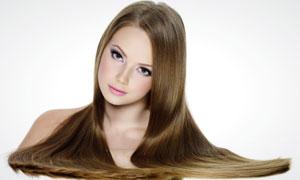 头发放在玻璃上的美女人物高清摄影图片
