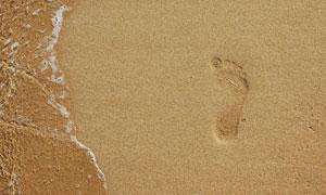 沙滩上的脚印摄影高清图片