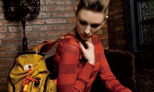 单肩背着包包的美女模特高清摄影图片