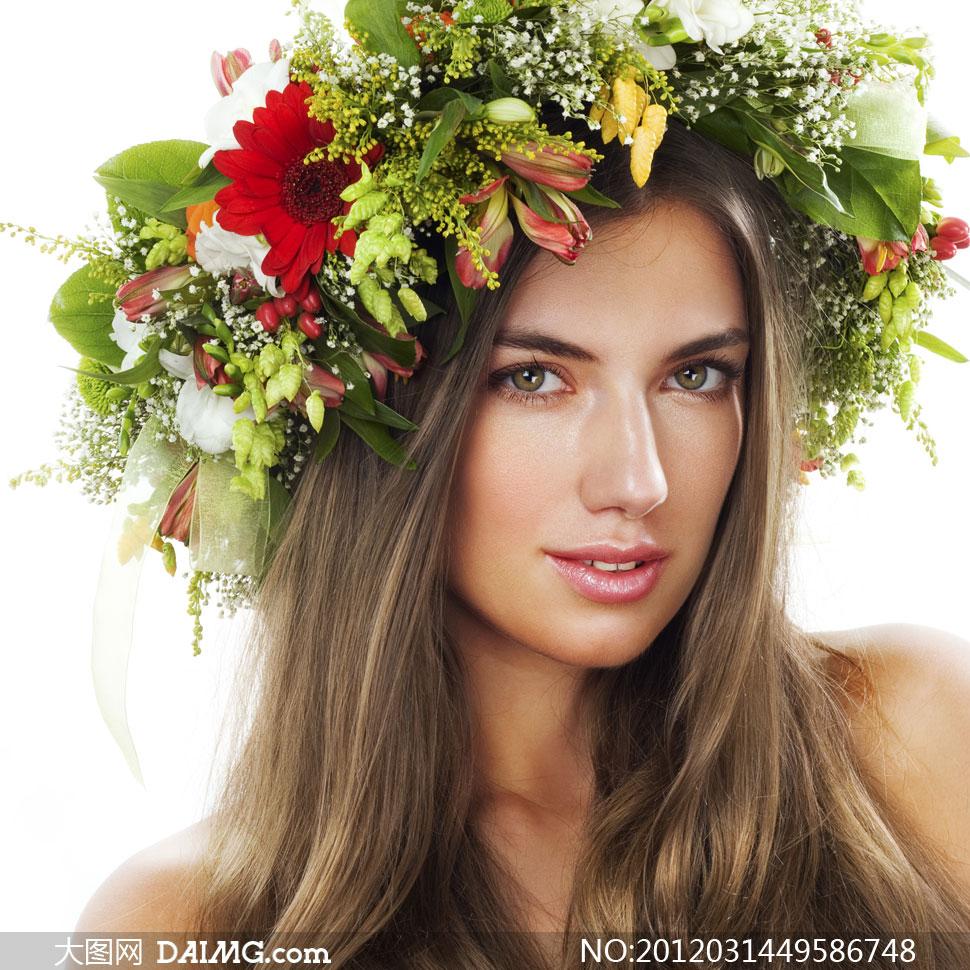 头戴鲜花做成的头饰的美女高清摄影图片
