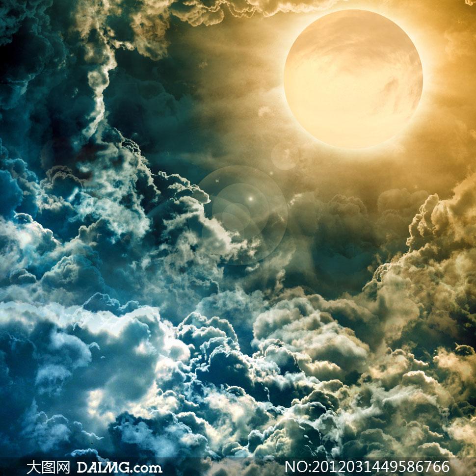 日月同辉与滚滚云彩创意设计高清图片