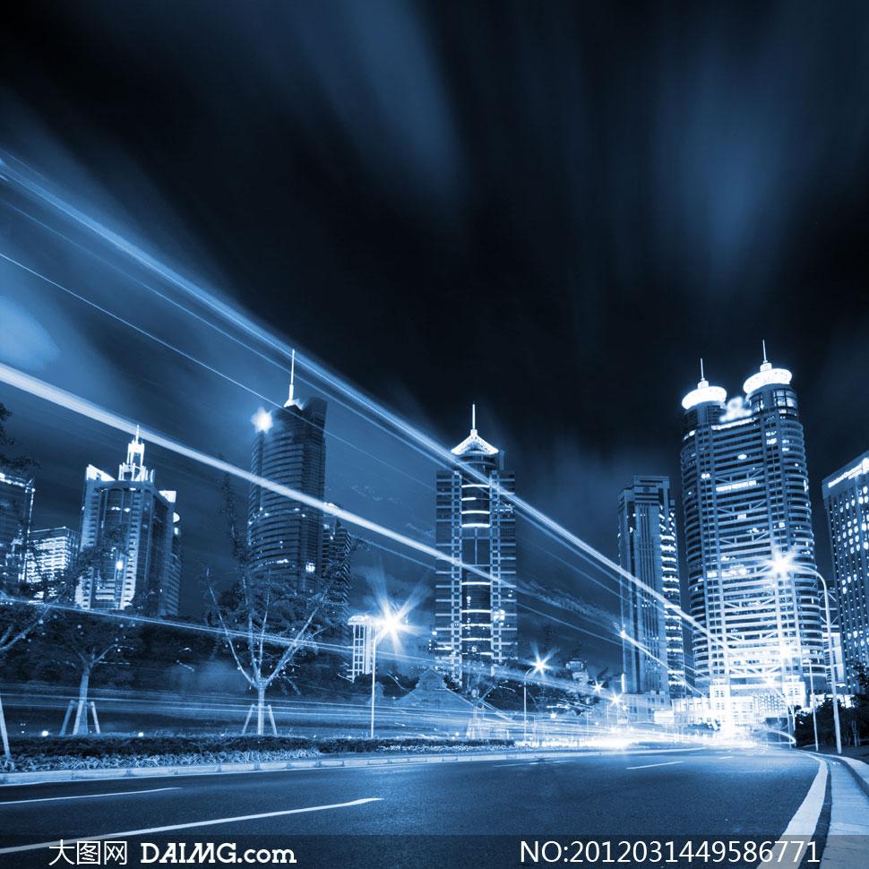 穿行在城市马路上的光线创意高清图片