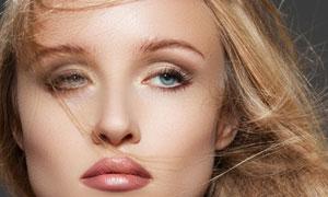 被风吹乱了头发的美女模特摄影高清图片
