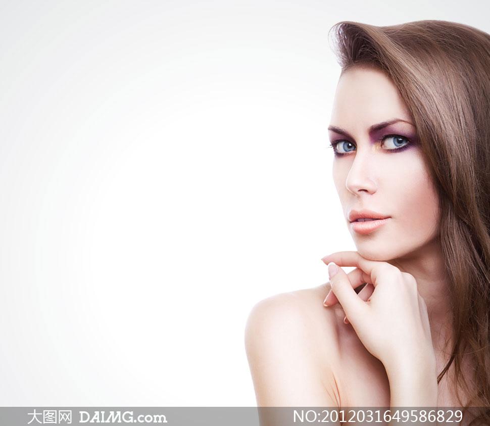 欧美女裸穴�_女人头发发型长发美发秀发外国国外模特妆容靓丽美丽露肩白皙裸肩肌肤