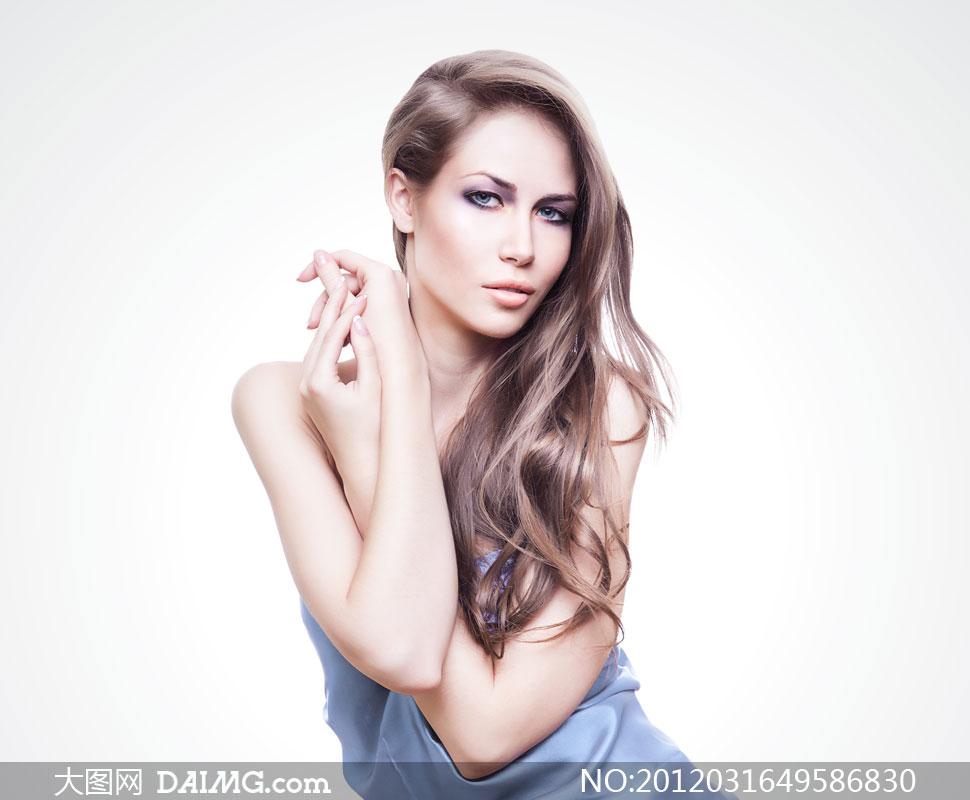 露肩秀发外国美女人物摄影高清图片