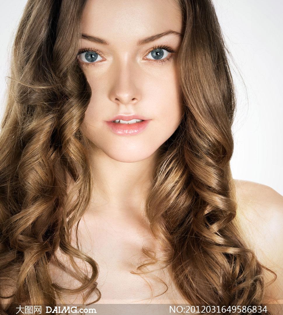 外国金发碧眼美容美发女孩高清摄影图片
