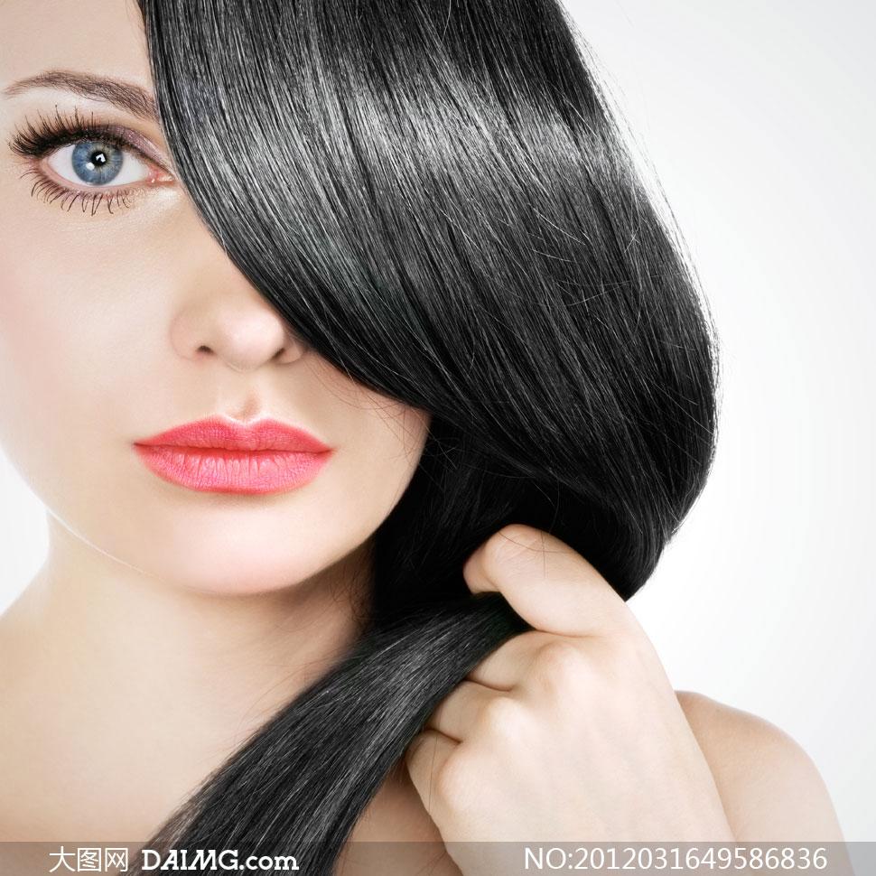 被浓密黑发遮住眼睛的美女人物摄影高清图片