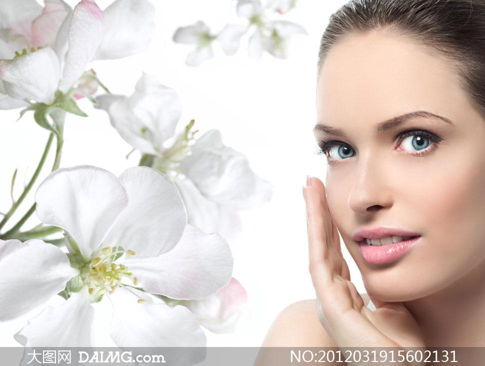 白色花朵与外国美女人物高清摄影图片