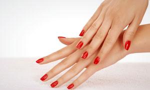 涂着红色指甲油的双手摄影高清图片