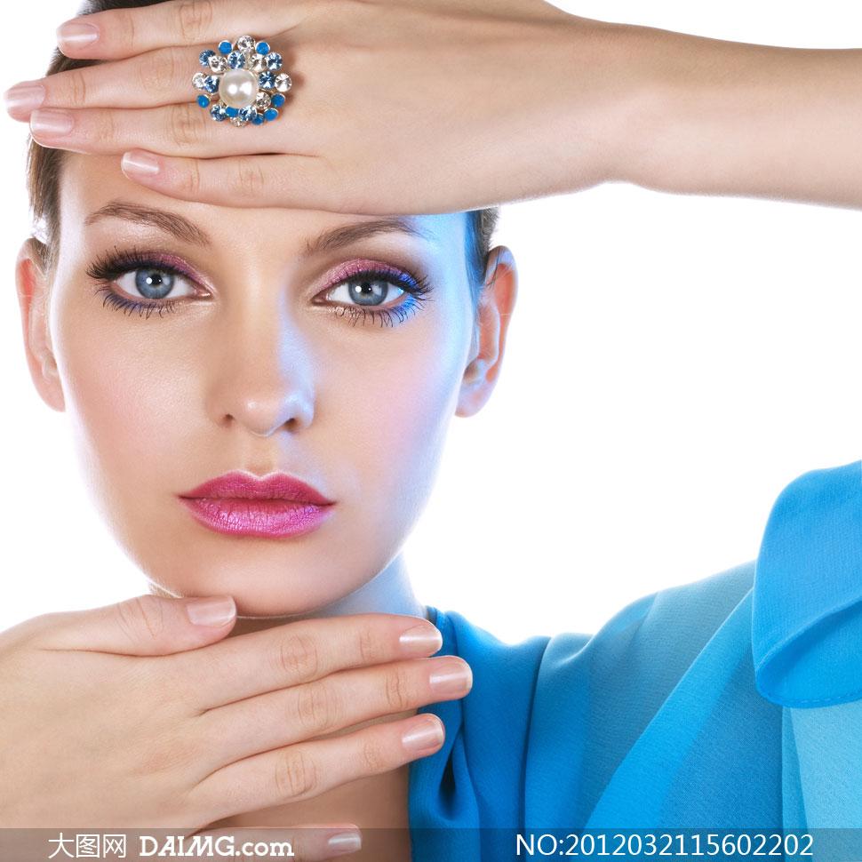 美女戒指_手上戴着戒指的靓丽美女人物摄影高清图片 - 大图网素材daimg.com