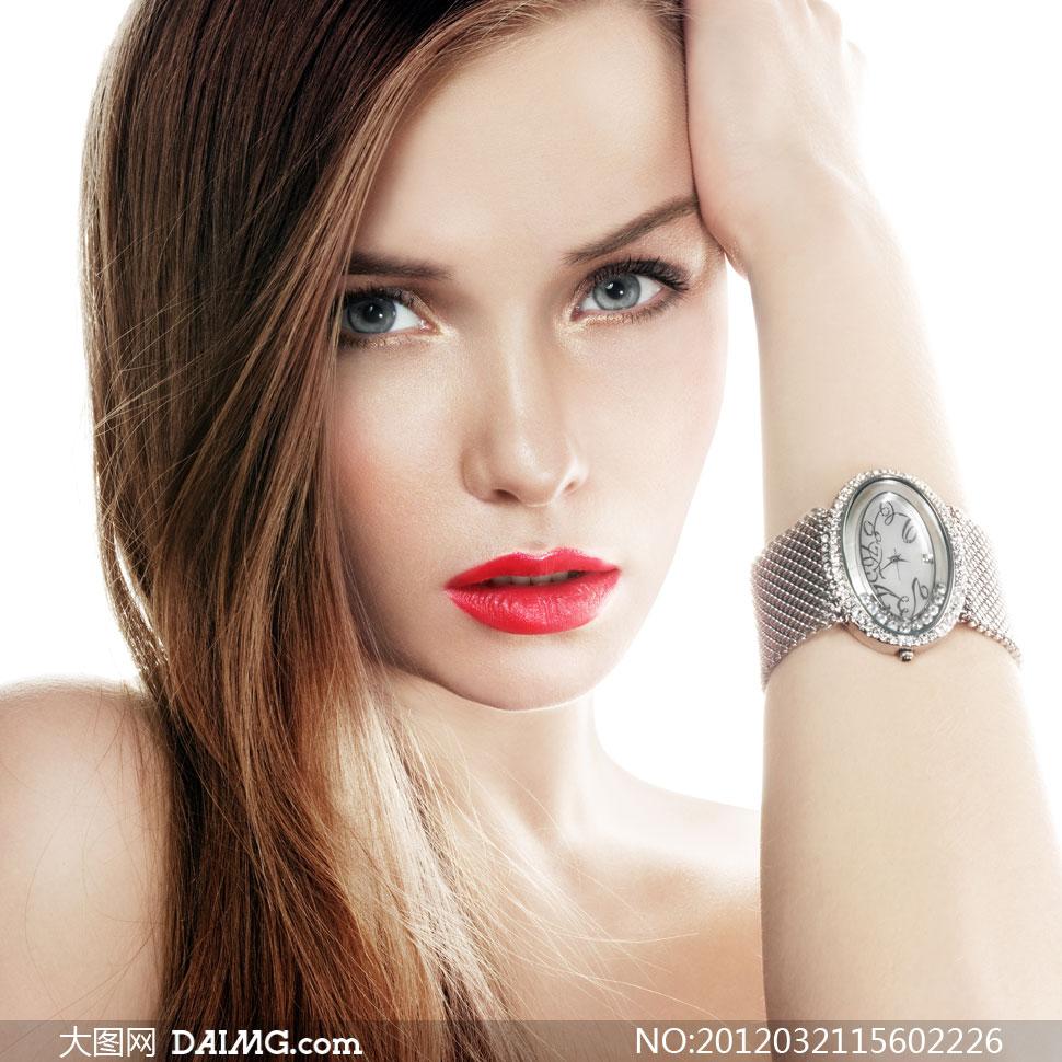 美女用手掰逼套图-色图色小说_戴着精致手表的红唇长发美女摄影高清图片