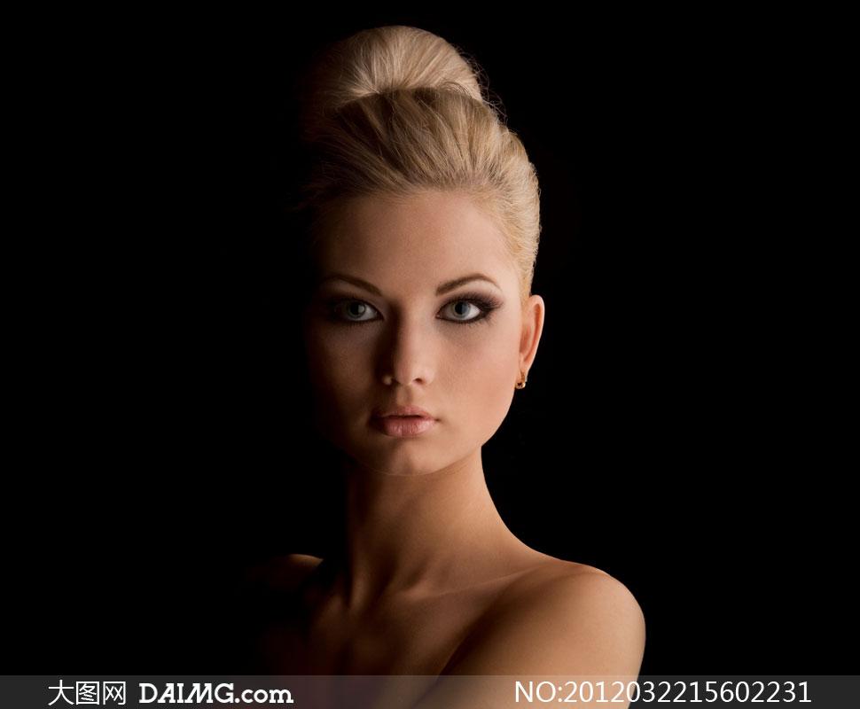 情趣盘发前的国外塞子高清v情趣背景黑色点g美女图片图片