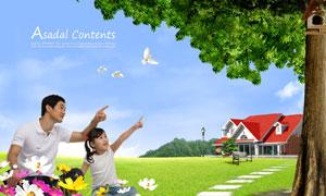 春天坐在草地上的父女俩PSD分层素材