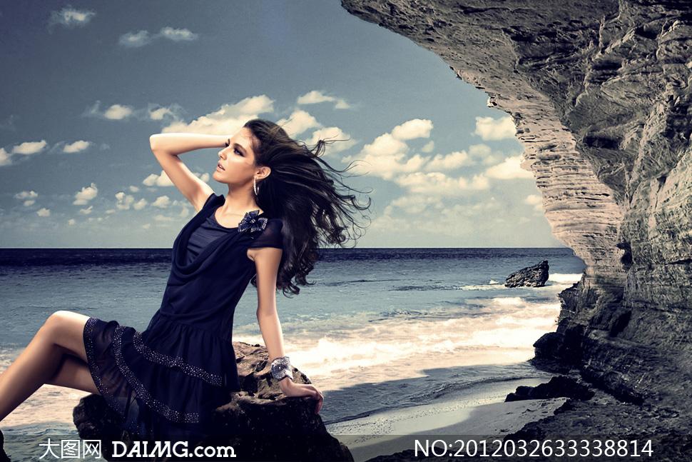 海边的飘逸长发美女模特侧面摄影高清图片
