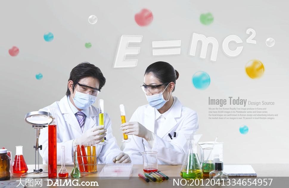 实验_在做实验的男女医生人物psd分层素材
