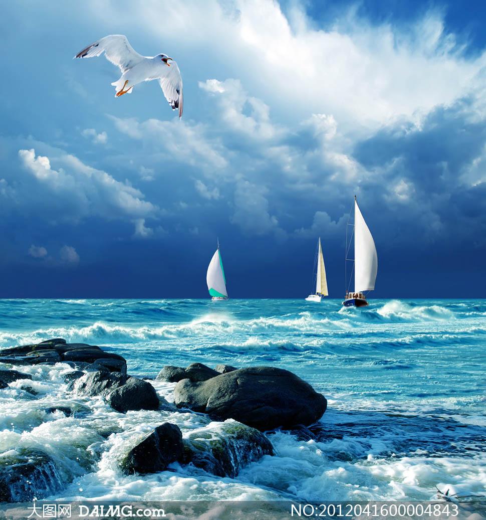 大海里乘风破浪的帆船摄影图片