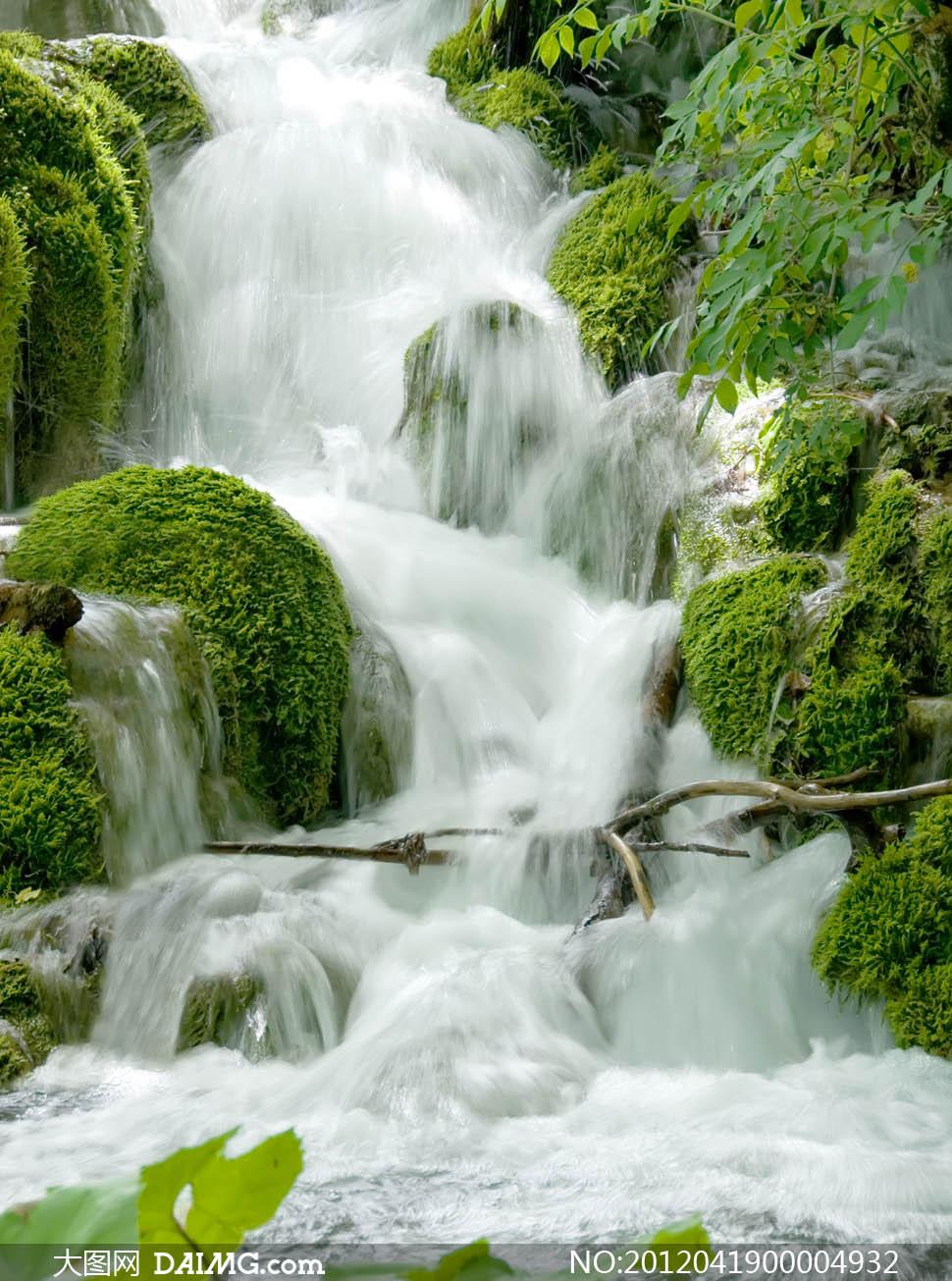 绿色风景和美丽瀑布摄影图片