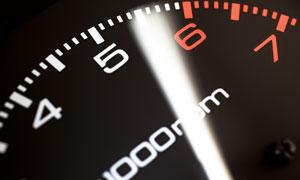 速度仪表盘近景特写摄影高清图片