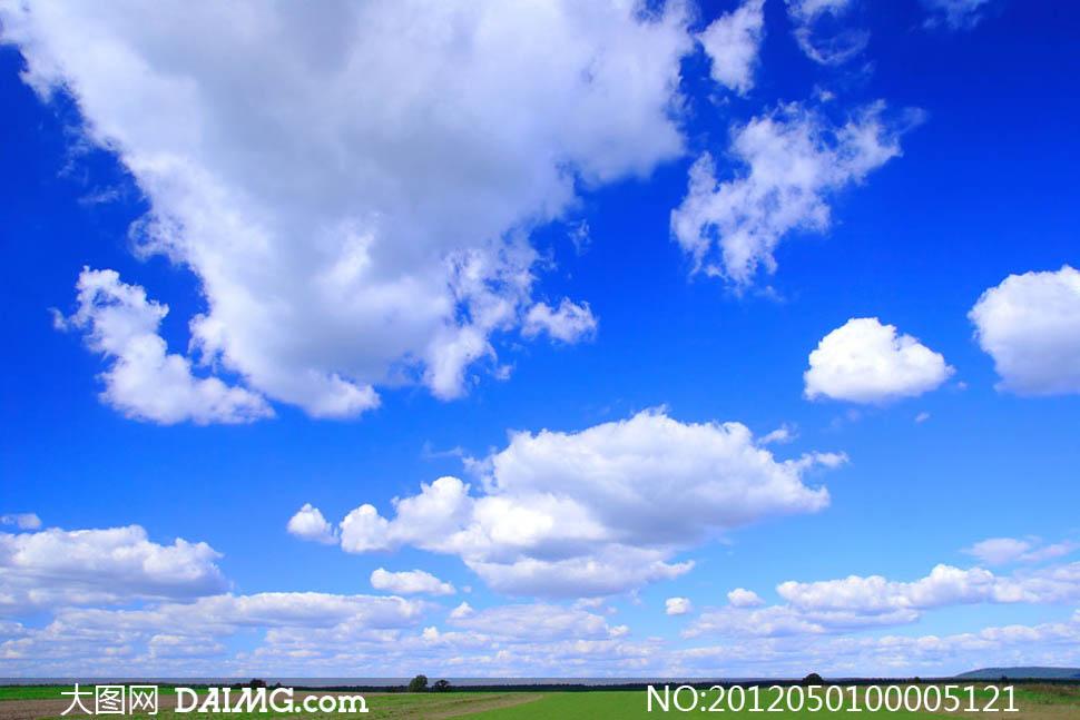 蓝天白云下风景图片