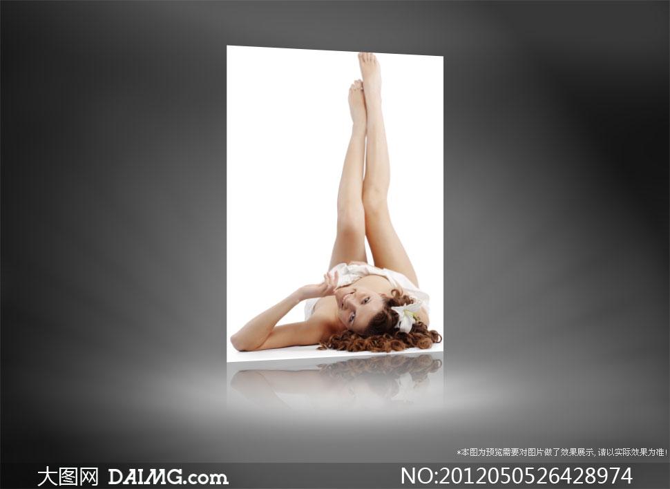 躺着的长腿卷发美女高清摄影图片 大图网设计
