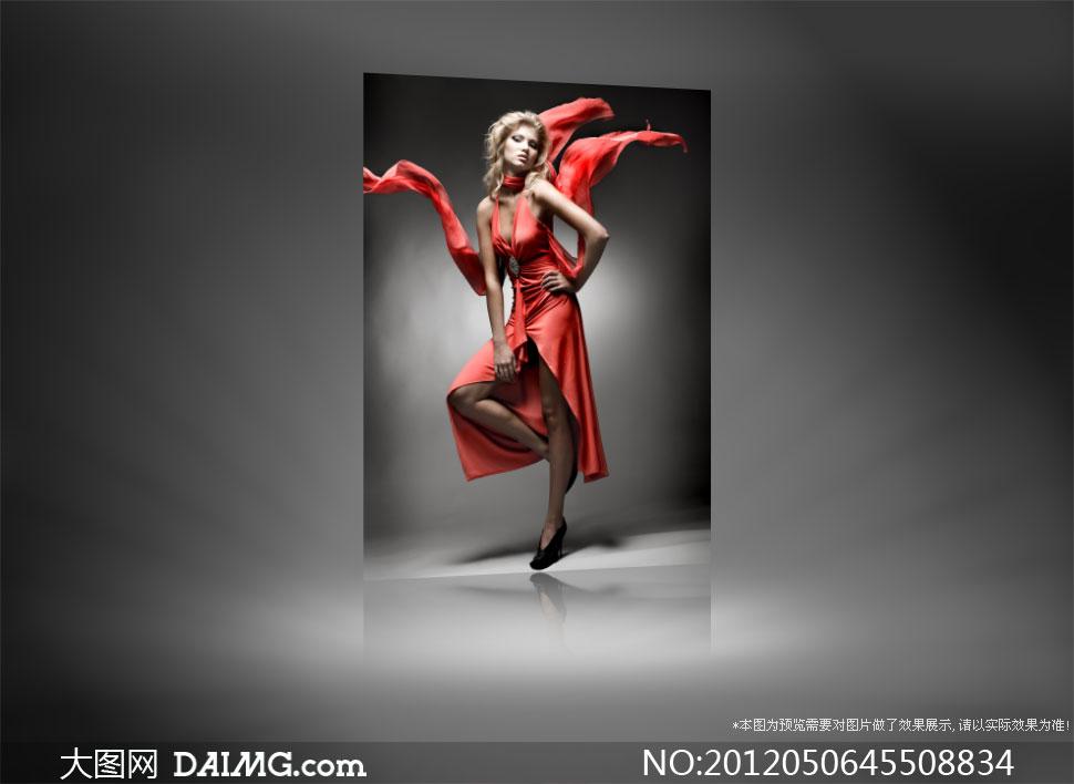 单腿站立的红色礼服美女摄影高清图片