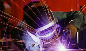 工作状态的焊工摄影高清图片
