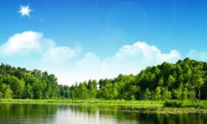 蓝天下的树林和湖畔PSD分层素材