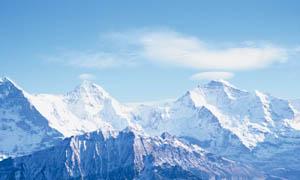 连绵的雪山摄影图片