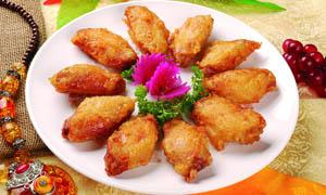 蒜香油炸鸡翅美食摄影图片