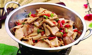 干锅回锅肉炖豆干摄影图片