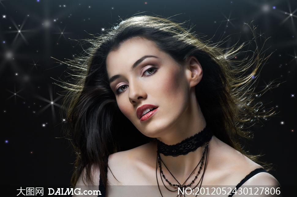 外国长发吊带美女人物摄影高清图片
