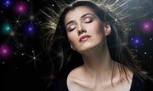 梦幻背景与黑发美女摄影高清图片