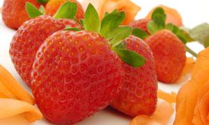 多个草莓特写摄影高清图片