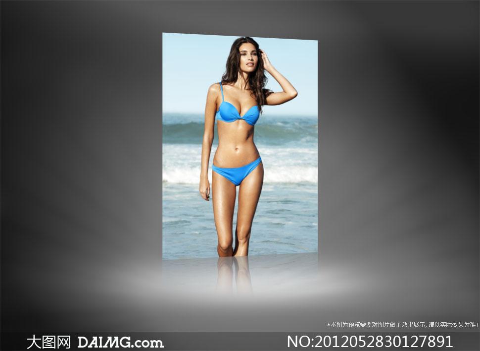 身穿蓝色比基尼美女模特摄影高清图片
