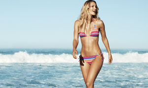 海边身穿性感比基尼美女摄影高清图片
