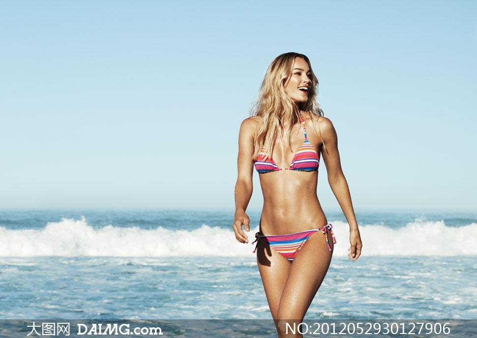 美女模特欧洲欧美内衣比基尼性感长发海水大海海浪