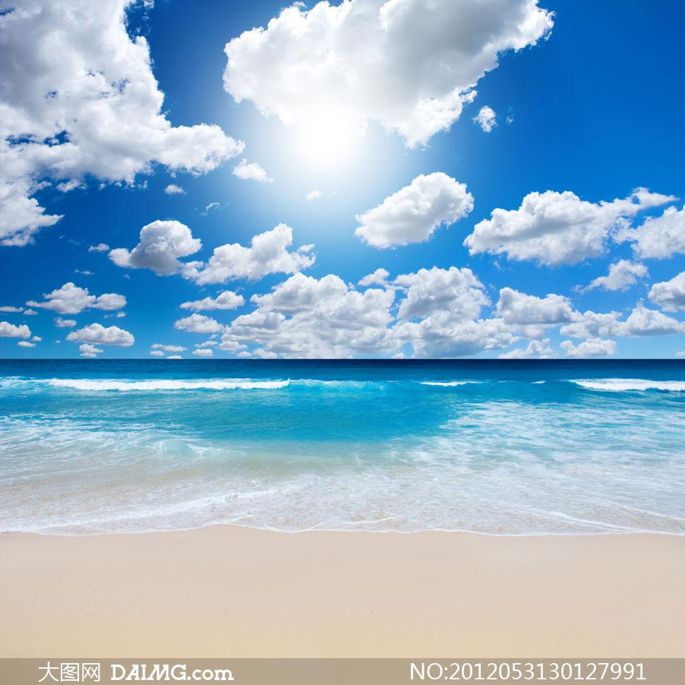 蓝天白云沙滩海水风景摄影高清图片