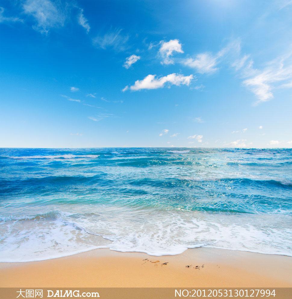 拍打着沙滩的海水风景摄影高清图片