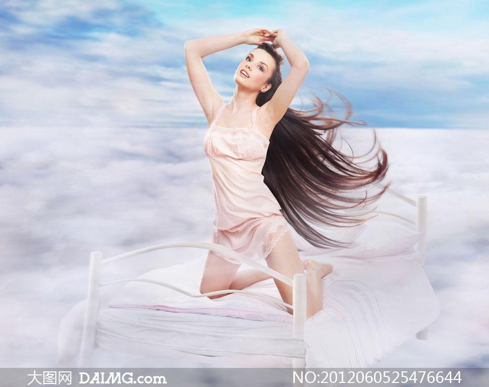美女与鲜花摄影高清图片   素材编号:   蕾丝花边吊带裙美女高清图片