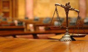 象征法律公平的天平摄影高清图片