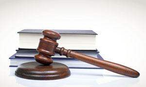 法官锤与法律书籍摄影高清图片