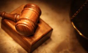 木质法官锤近景特写摄影高清图片