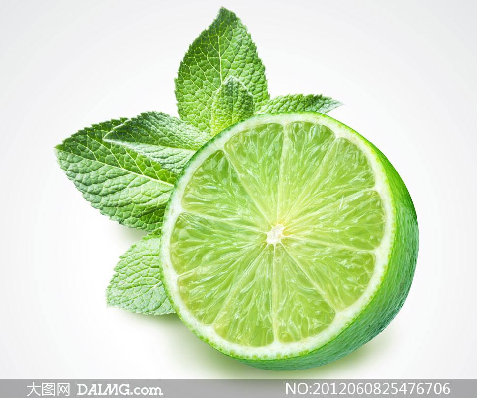 切开的柠檬与薄荷叶摄影高清图片