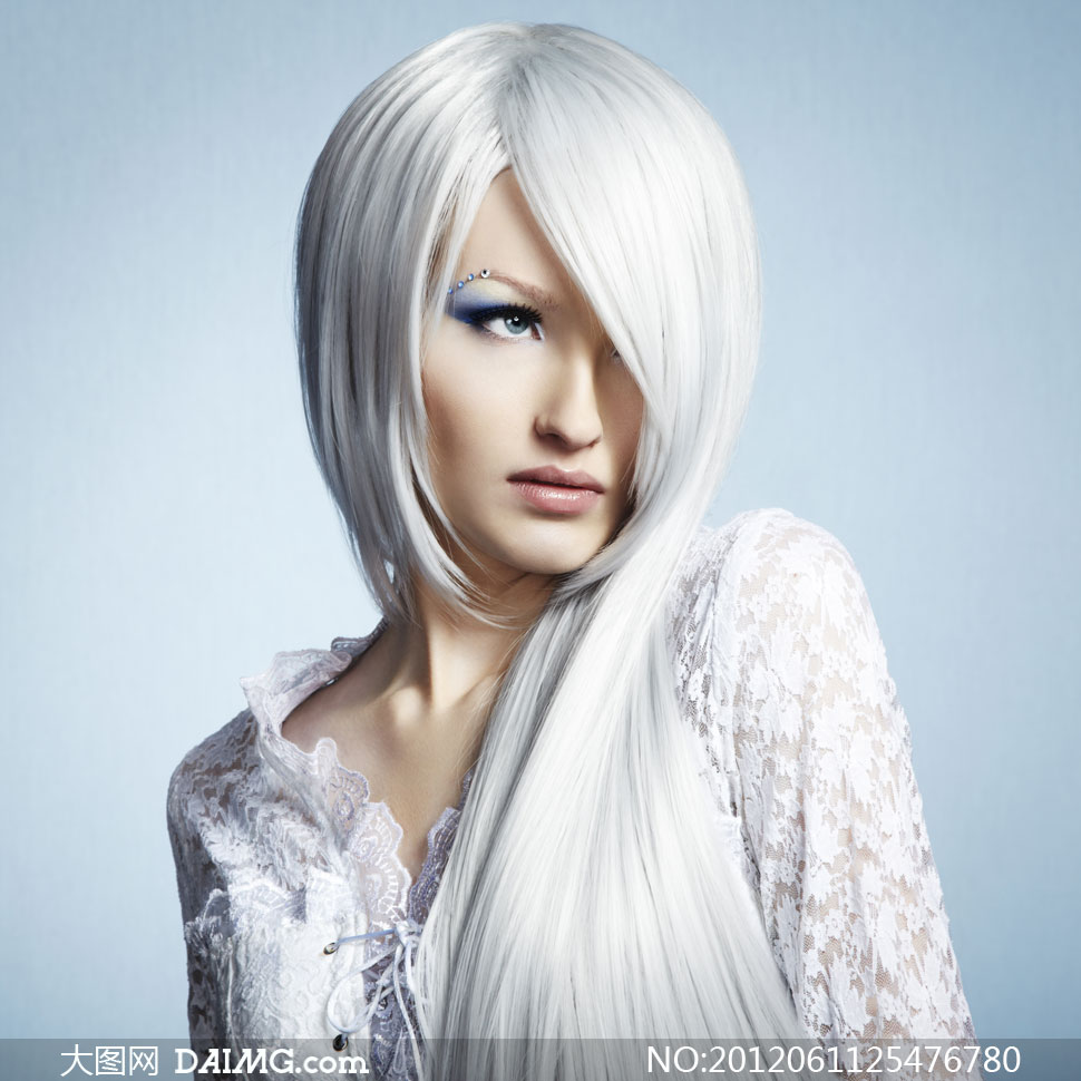时尚靓丽白色高清美女v时尚美女长发第一图片快播图片