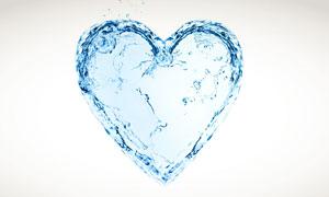 液态水花组成的蓝色桃心高清图片